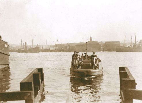 An Aberdeen Harbour ferry in operation around 1910 between Torry and the Torry ( Evening Express Memories ).jpg